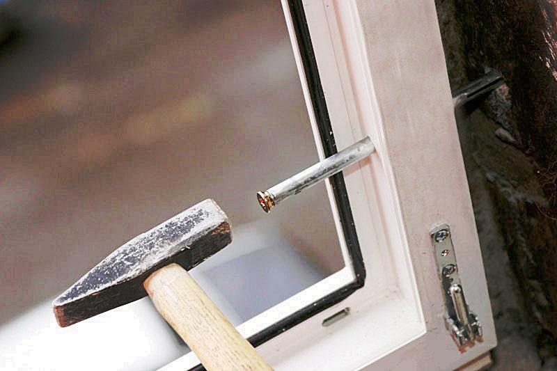Установка рамной конструкции окна
